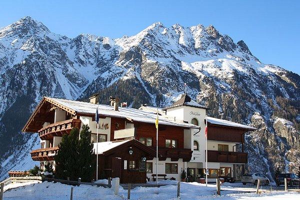 aussenansicht_winter_aparthotel_burgstein.jpg