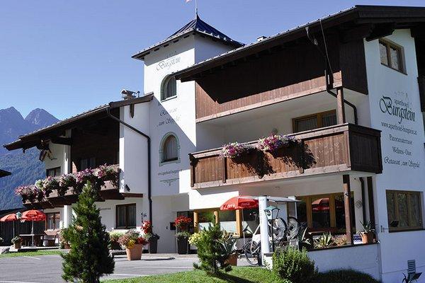 aussenansicht_aparthotel_burgstein_sommer.jpg